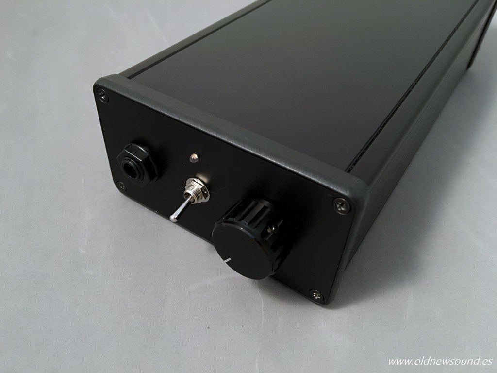 Amplificador Earstream Headonic 2.0 vista frontal con interruptor de ganancia